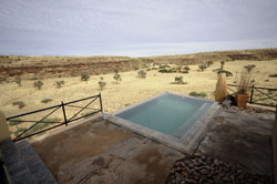 vogelstrausskluft country lodge namibia